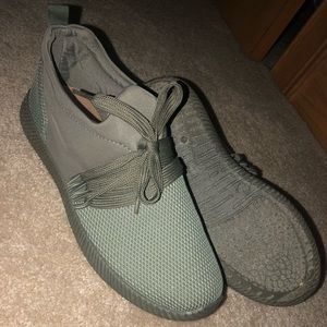 Quiped Tennis Shoes
